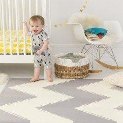 alfombra actividades skip hop play spot zigzag gris